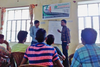 Kaushalam Foundation's trainer during spoken english classes in Atal Seva Kendra